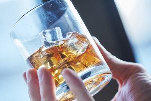 Deutsche trinken viel Alkohol.
