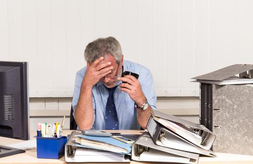 Hohe Arbeitsbelastung ist einer der häufigsten Auslöser von Burnout.