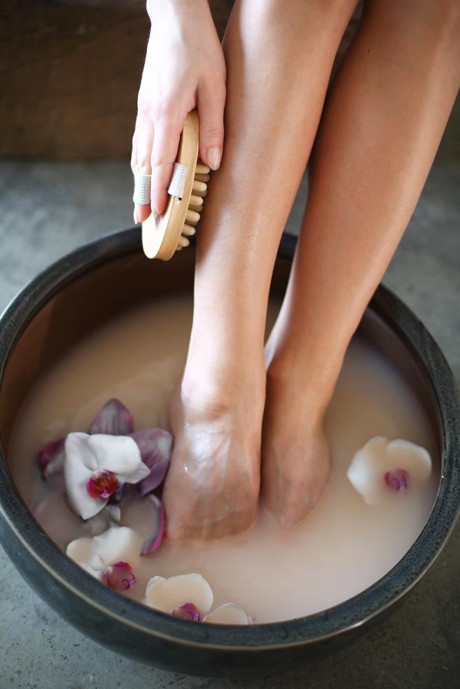 Mit Natron die Fußpflege selber machen.