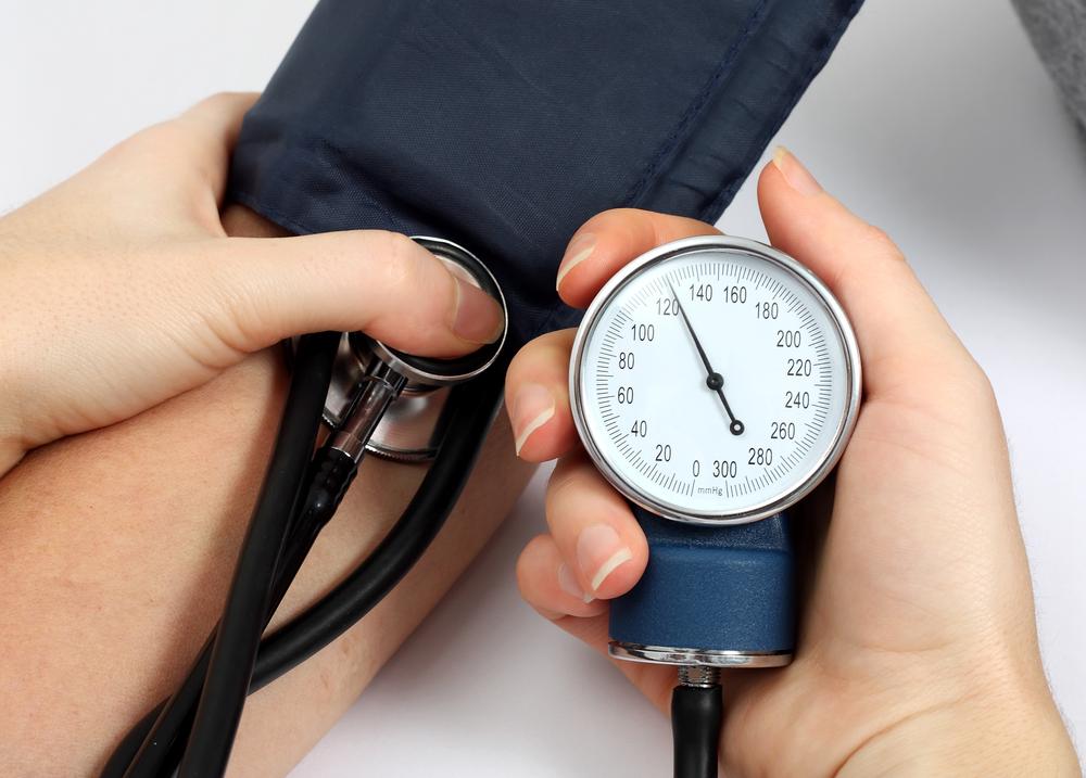 Menschen mit Bluthochdruck können auch selbst viel tun, um ihre Werte in den Griff zu bekommen.