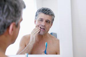 Das erste Warnsignal für Karies ist eine gesteigerte Empfindlichkeit der Zähne.