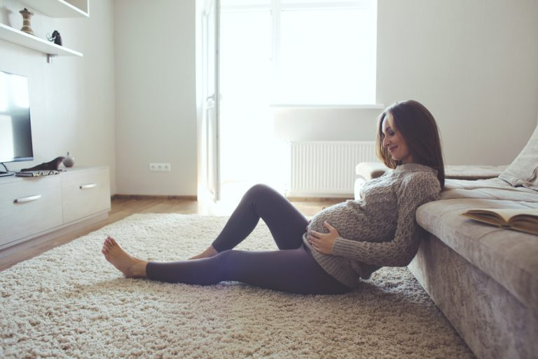 In der Regel machen körperliche Anzeichen eine Schwangerschaft bemerkbar.