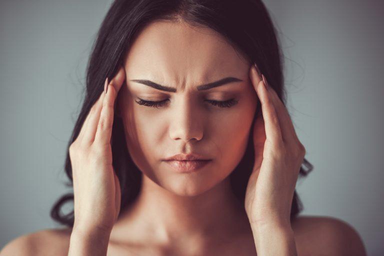 Kopfschmerzen und Konzentrationsprobleme sind die häufigsten Symptome von Eisenmangel.